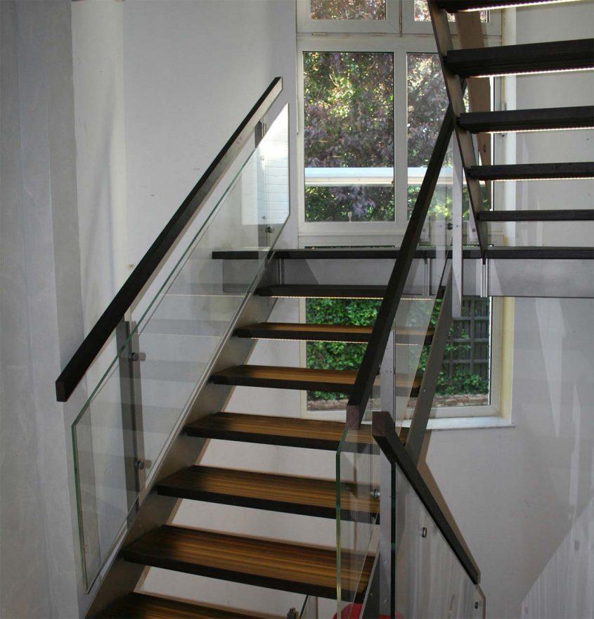 Treppe Glas Edelstahl Eiche