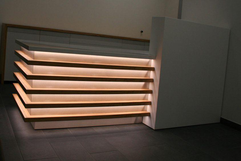 Empfangstresen mit LED Beleuchtung