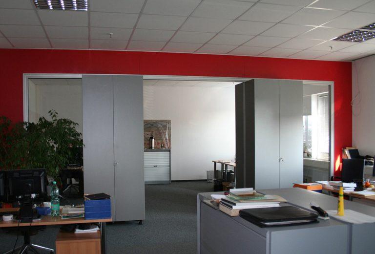 Büro Trennwand mit Glas und Schränken
